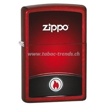 Zippo Red mit Flamme